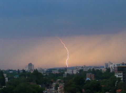 фотографии молнии в кишиневе sany56904